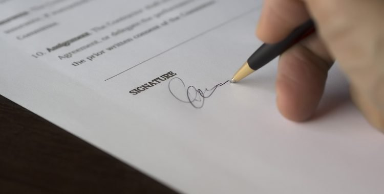 Why Should You Hire A Lawyer To Draft Commercial Contract